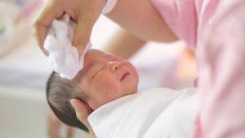 Bebeklerde cilt bakımı, tırnak bakımı ve diş bakımı