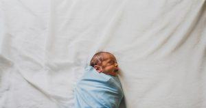 yenidoğan bebek muayenesi
